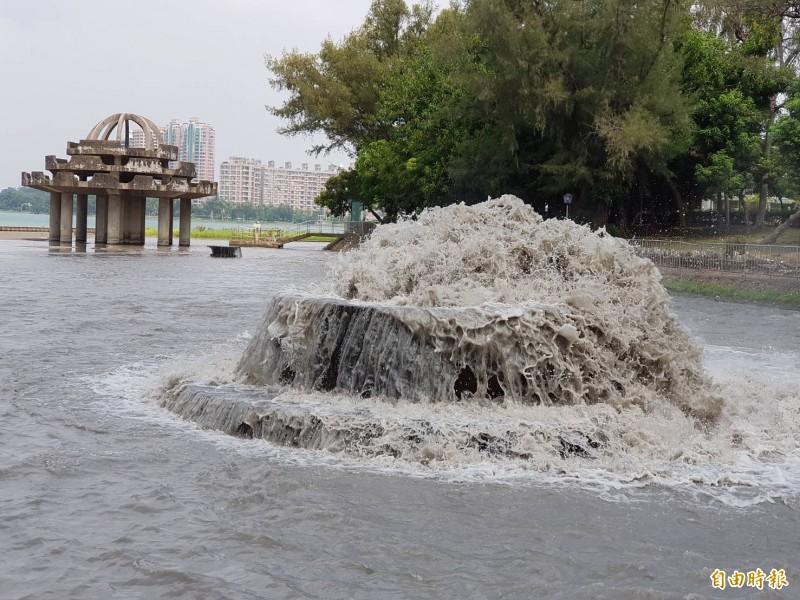 高市仁武2月24日停水4小時,影響3區1萬多戶用水。 (記者陳文嬋攝)