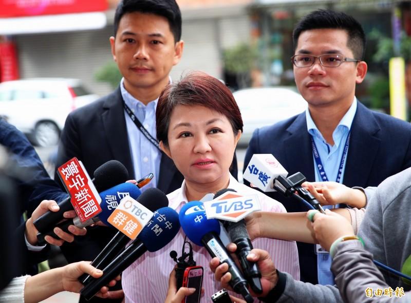 台中市長盧秀燕(中)表示,市長換人,中央就要求退回或修正重大建設,人民都看在眼裡。(記者張菁雅攝)