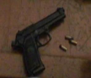 邵男於行車糾紛亮出手槍外型的打火機,但高院卻認為此行為不算恐嚇;示意圖,與新聞事件無關。(記者林敬倫翻攝)