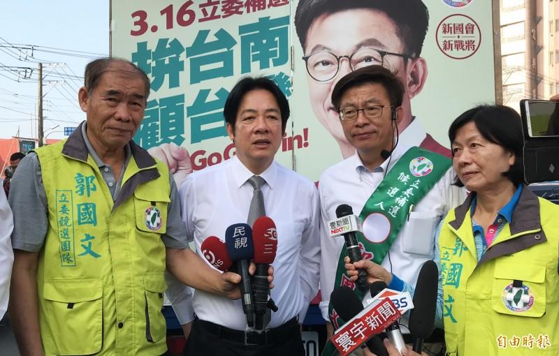 前行政院長賴清德(左2)為郭國文助選。(記者吳俊鋒攝)