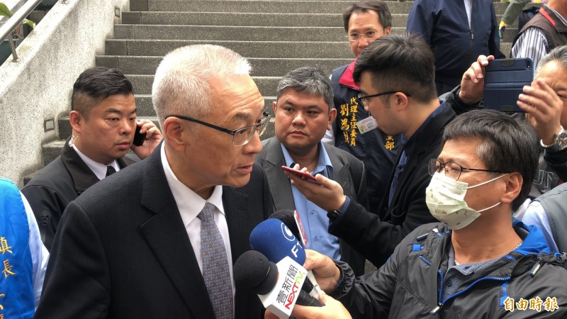 面對國民黨總統候選人提名機制,吳敦義受訪時強調絕不會採用全民調及全部黨員投票。(記者佟振國攝)