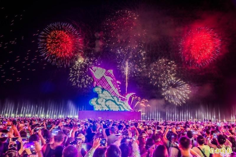 台灣燈會融合大鵬灣與無敵海景成功吸引人潮。(資料照,記者張忠義攝)