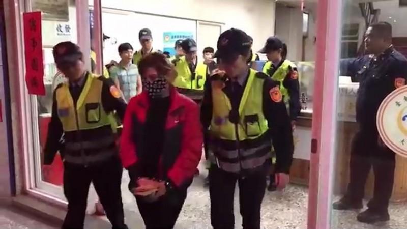 大武警將4名非法外勞移送法辦。(記者陳賢義翻攝)