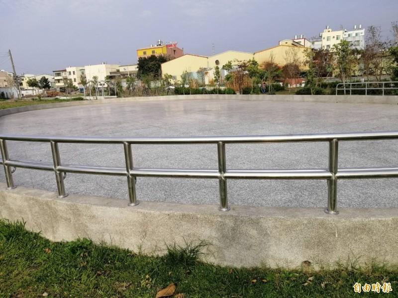 台中日友當舖分享-大里瑞城公園去年新設1座溜冰場,讓喜歡直排輪的民眾不用再和人搶場地。(記者陳建志攝)