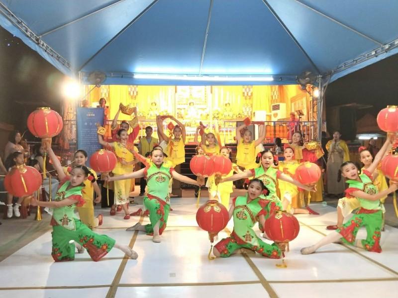 「唐采舞蹈團」是屏東潮州在地的舞團,由黃純純老師帶領一群熱愛舞蹈的國中、國小、幼稚園學生一起舞動舞動舞蹈文化。(圖/世界佛教正心會提供)