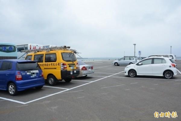 租車專區設立1千個機車停車位,開放澎湖56家租車行申請。(記者劉禹慶攝)