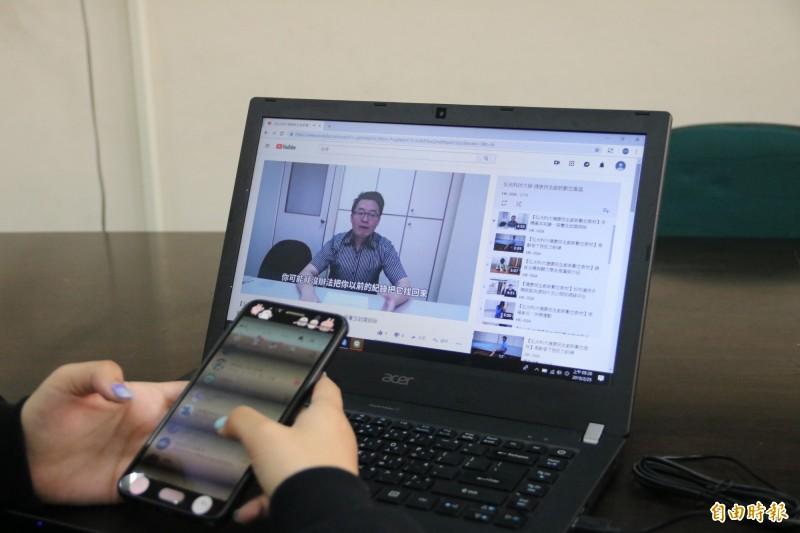 弘光資工系主任徐永煜拍攝手機基本知識影片,教民眾維護手機 。(記者張軒哲攝)