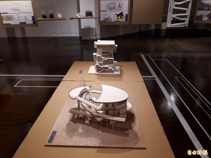 交大建築展,展現學生與城市和建築的對話,並以「我想做個好人」發想,呈現建築所學生的每個學習過程和細節,作品精采,展到3月19日。(記者洪美秀攝)