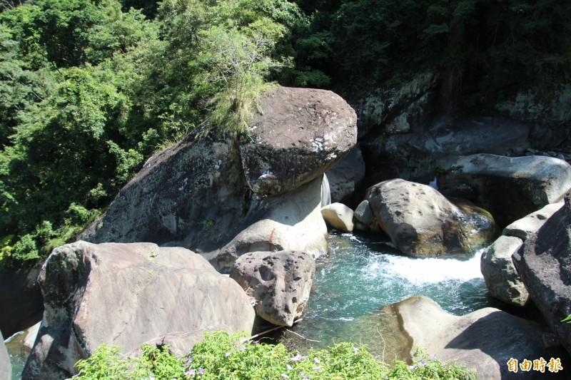 新竹縣尖石鄉著名的地景青蛙石。(記者黃美珠攝)