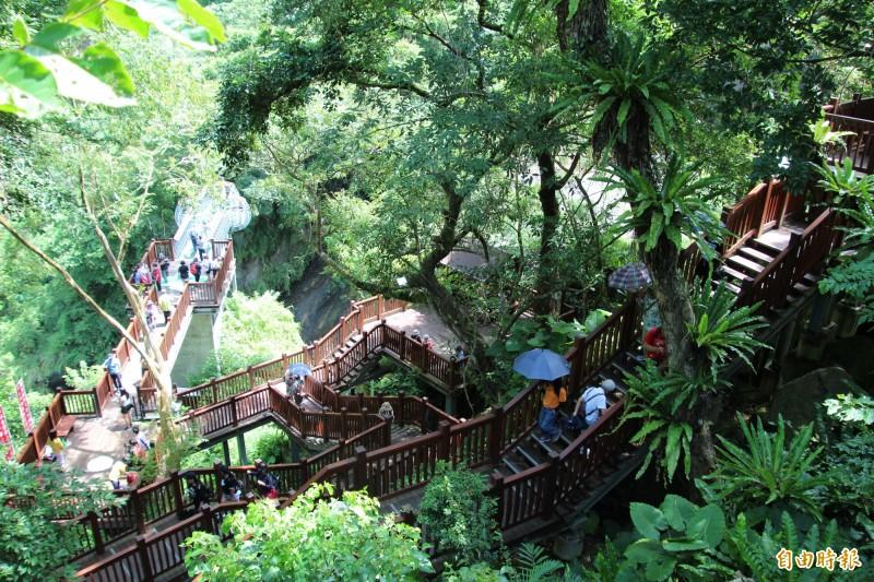 新竹縣尖石鄉的青蛙石天空步道,是縣府這波鼓勵暢遊台3線的推薦路線之1。(記者黃美珠攝)