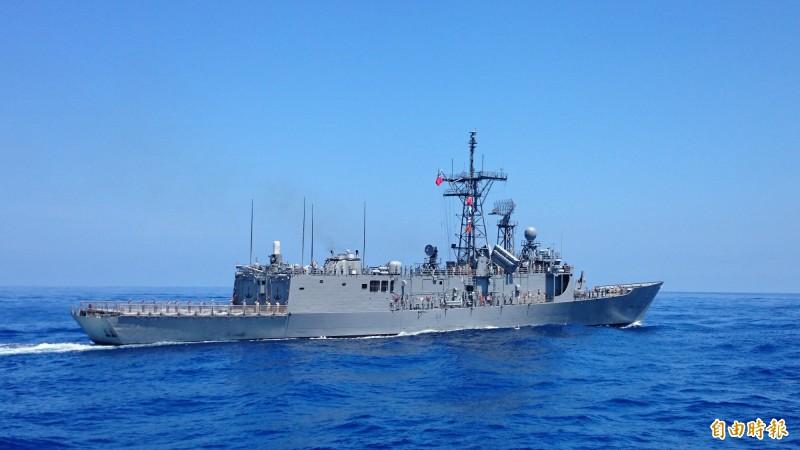 解放軍已展開軍艦在台海的例行性巡弋任務,我方也會派出軍艦監控。圖為台灣成功級軍艦。(記者羅添斌攝)