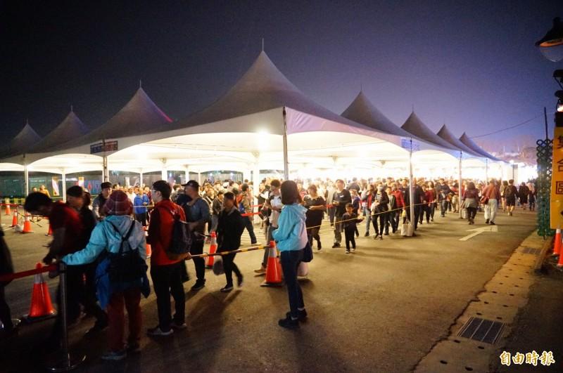 台灣燈會昨天湧入63萬人,但園區11點就已接駁完畢。(記者陳彥廷攝)