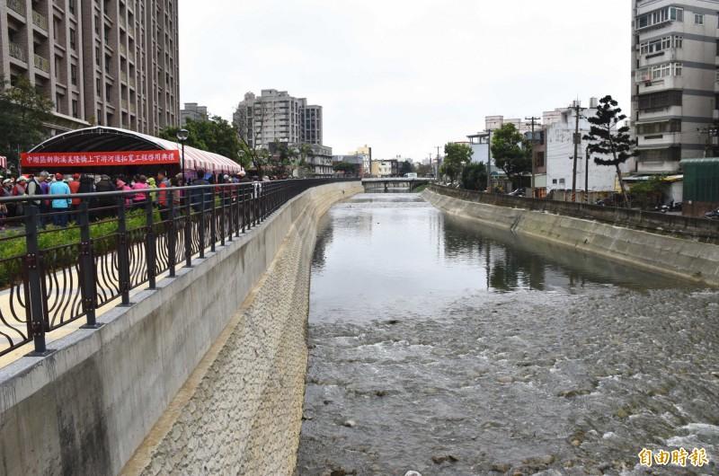 中壢區新街溪美隆橋上下游河道拓寬完工啓用後變美了。(記者李容萍攝)