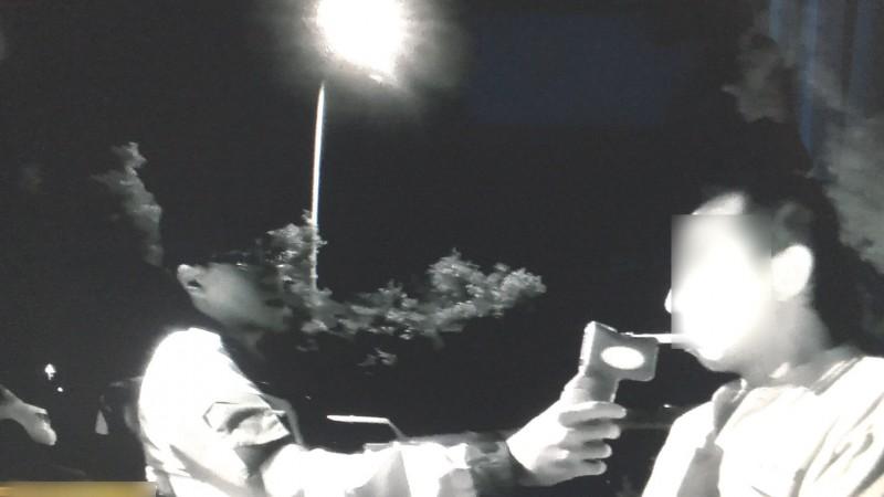 警方最後找到許男酒測,結果酒測值嚴重超標送辦。(記者許國楨翻攝)