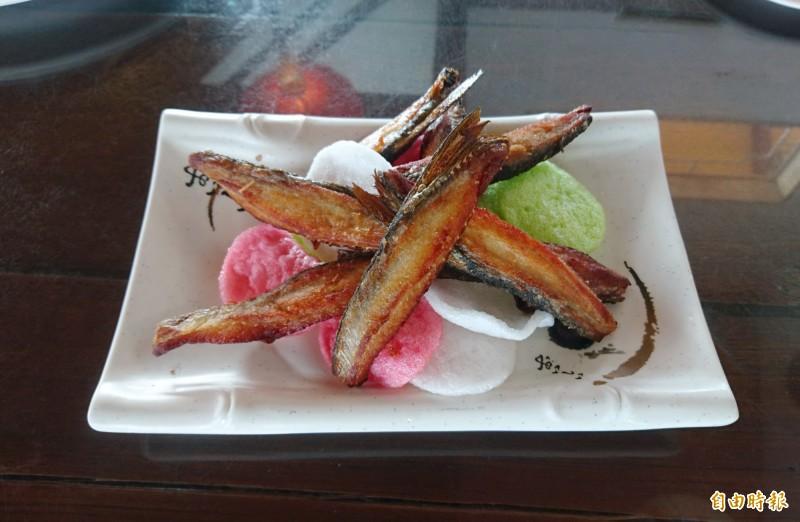 香酥魚背鰭。(記者楊金城攝)
