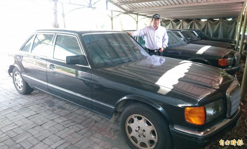 王文正收藏展示的老賓士車。(記者楊金城攝)