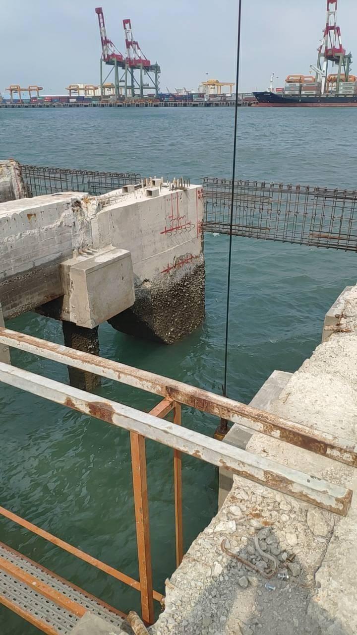 台中港碼頭發生工人落海意外。(記者張軒哲翻攝)
