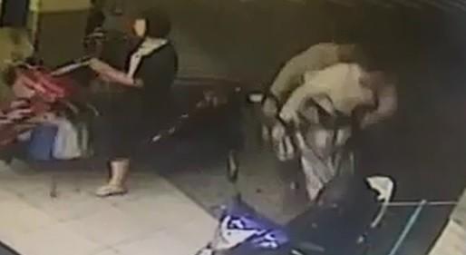 洪男酒後衝撞騎樓,婦女應聲倒地。(記者洪定宏翻攝)