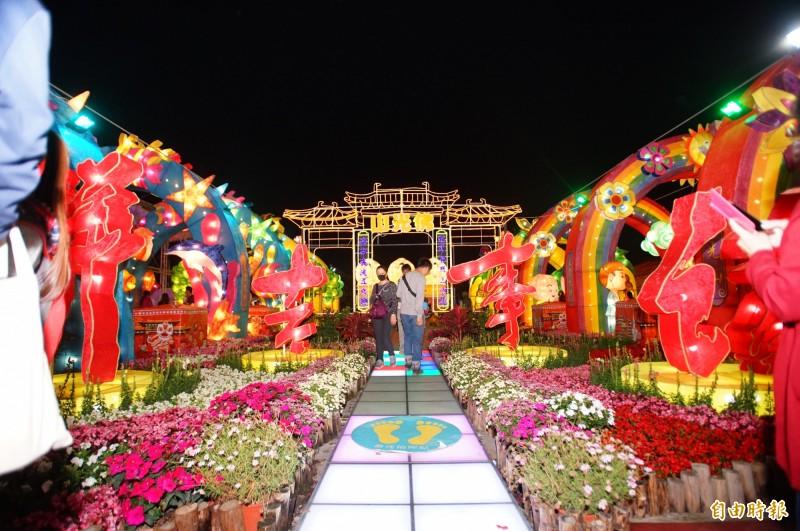台灣燈會宗教燈區佛光山燈飾。(記者陳彥廷攝)