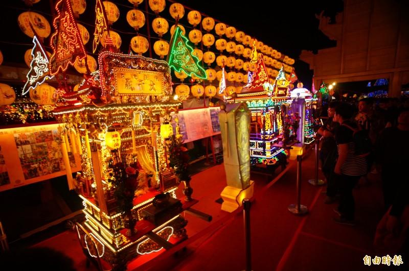 東港七角頭神轎進駐台灣燈會宗教燈區。(記者陳彥廷攝)