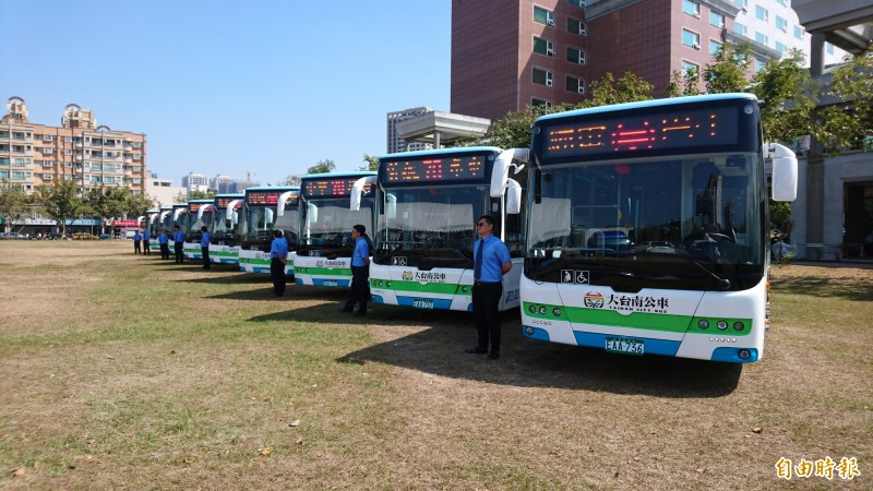 台南市第4條電動公車70路中華環線5日上路。(記者劉婉君攝)
