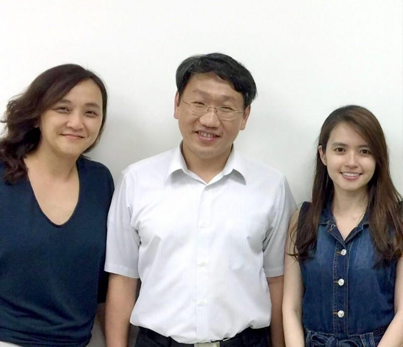 左至右:張瑛芝、楊慕華與第一作者李京霏。(中研院提供)