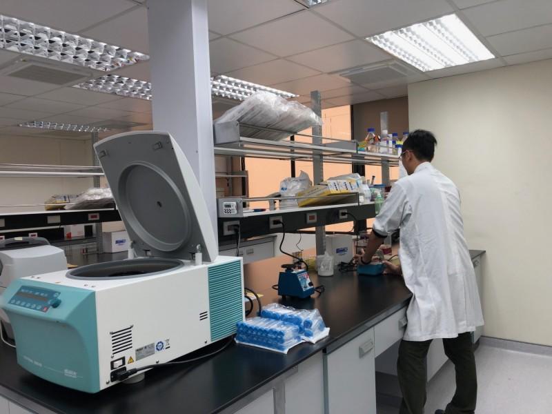 台灣與美國首設合作實驗室,將投入研究東西方人種的癌症基因差異,藉此發展精準醫療。(陽明大學提供)