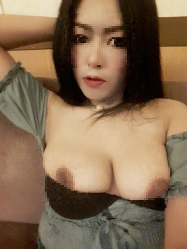 雞頭透過桃色網絡,PO出賣淫女的照片,指稱外表神似已故巨星麥可傑克森,容易辨識。(記者王捷翻攝)