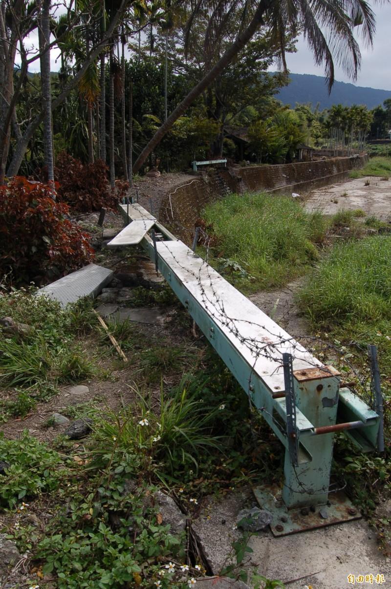 池上錦園大排活動斷層目前仍設有中研院設置的測量儀器。(記者王秀亭攝)