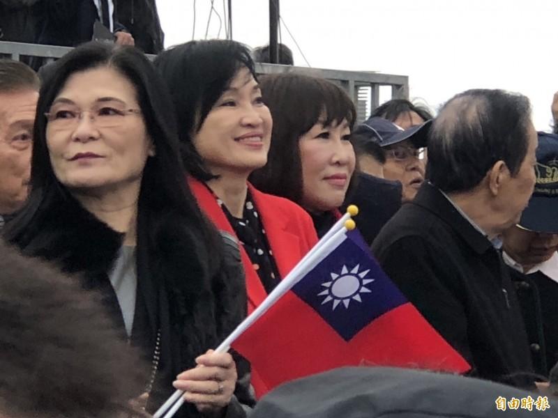 國民黨立委柯志恩、呂玉玲站在會場中間為前立法院長王金平打氣。(記者陳昀攝)