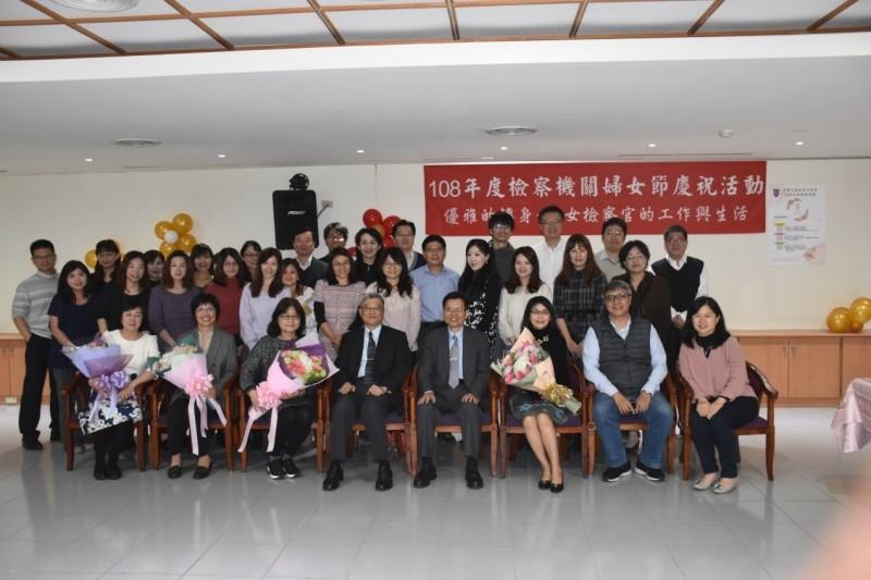 台南地檢署與台南高分檢合辦婦女節關懷女性工作同仁慶祝活動。(記者王俊忠翻攝)