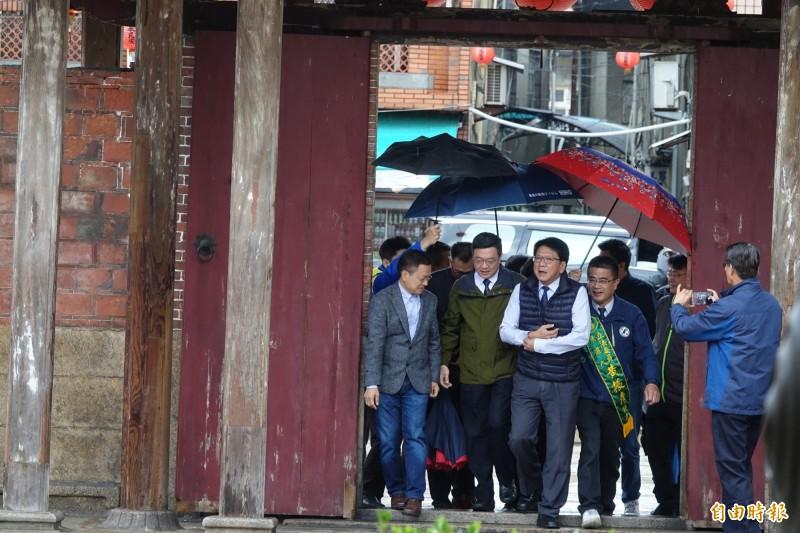 屏東縣長潘孟安今天到鹿港龍山寺分享燈會經驗。(記者劉曉欣攝)