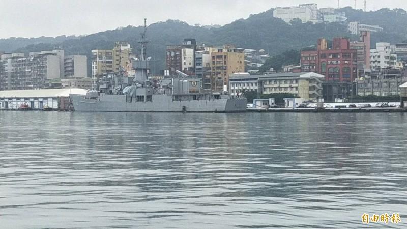 基隆港今天凌晨發生軍艦被商船擦撞事件。(記者俞肇福攝)