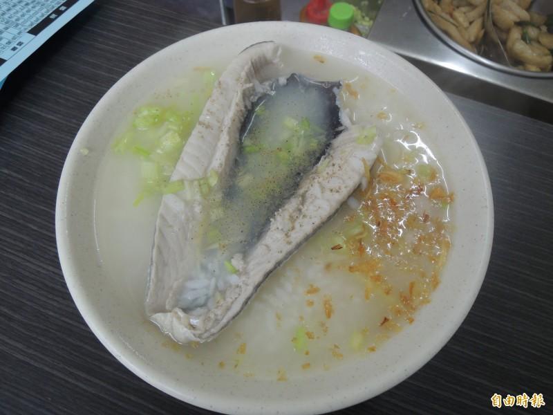 虱目魚肚粥。(記者周敏鴻攝)