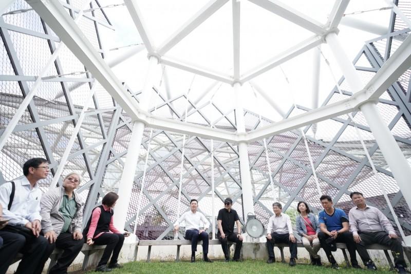 林智堅參訪原住民族文化創意產業聚落。(市府提供)