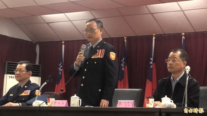 警政署長陳家欽(中)今晚親臨新北市新莊分局慰勤。(記者王宣晴攝)