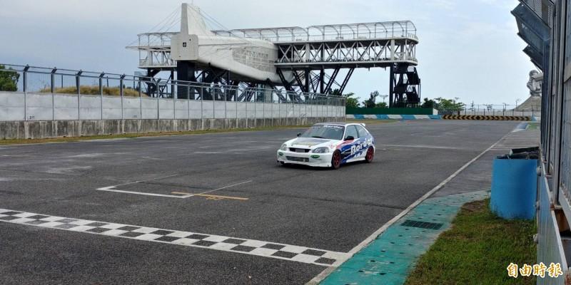 大鵬灣國際賽車場昨天開放。(記者陳彥廷攝)