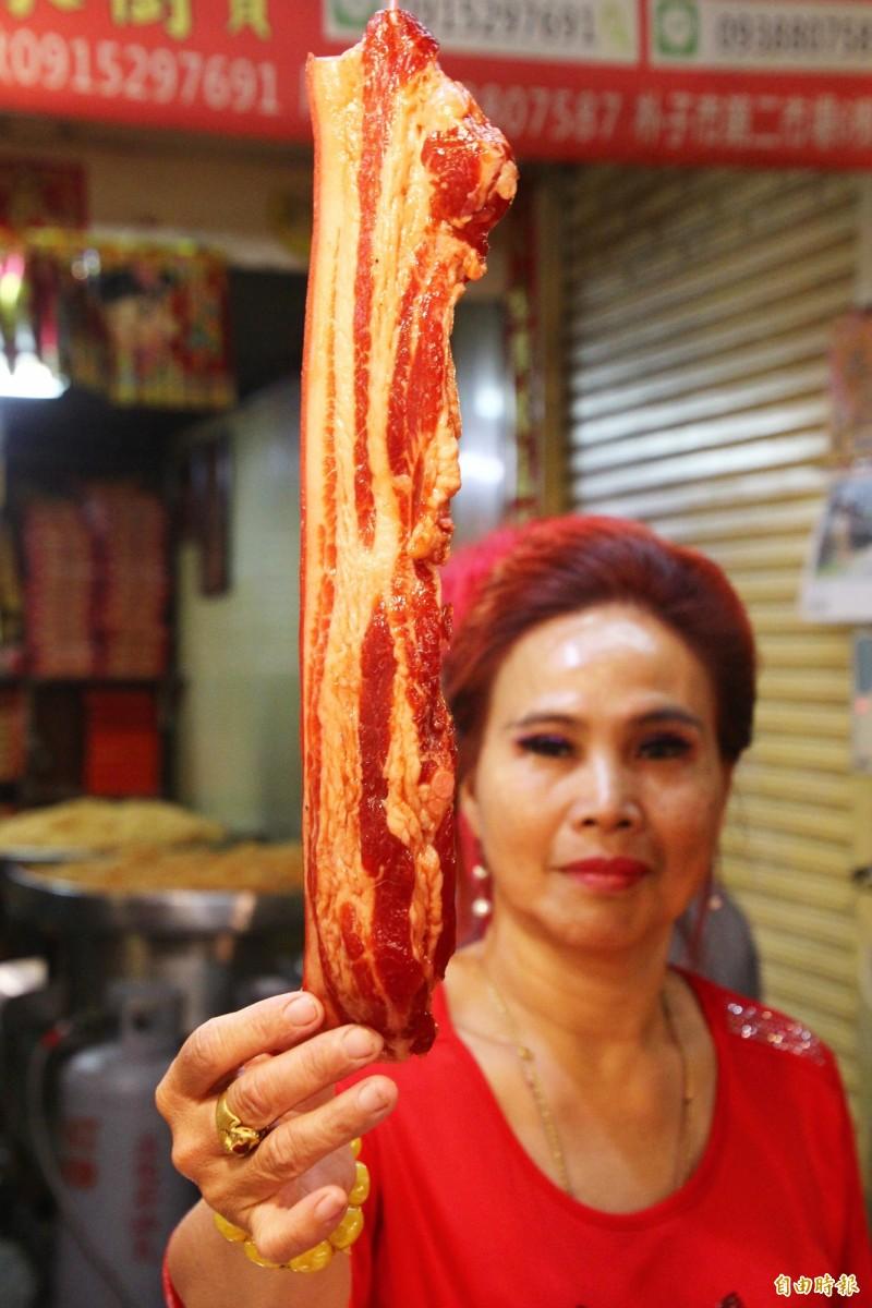 阿享高美肉鬆是知名肉鬆店,臘肉也很出名。(記者林宜樟攝)