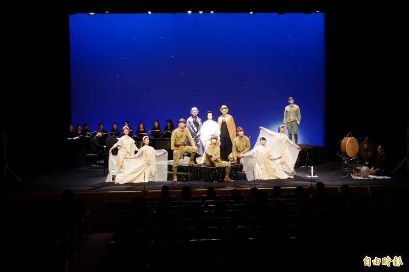 日本劇作家大日琳太郎帶領劇團11日在東京公演謝謝台灣,圖為歌劇「星空小協奏曲 阿琴」場景。(記者林翠儀攝)