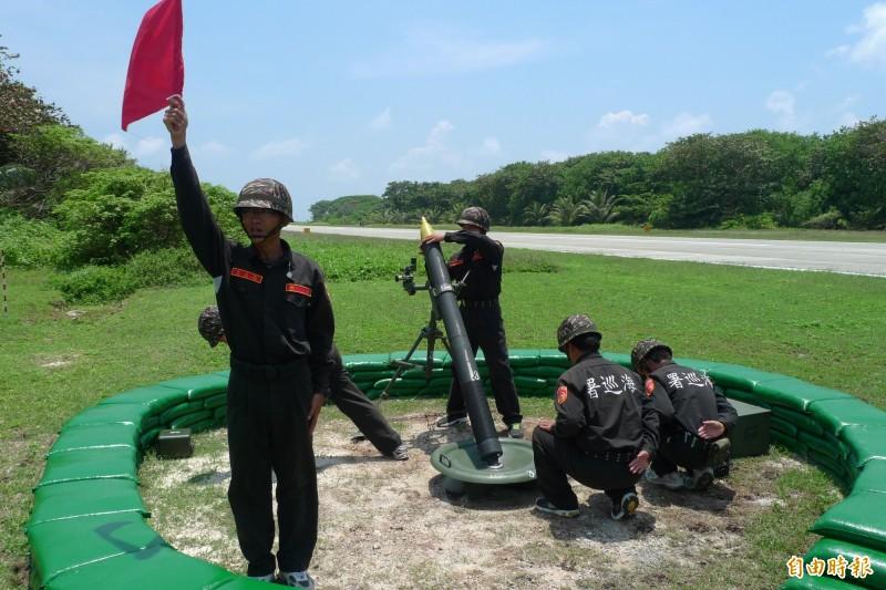 太平島駐軍進行120迫砲射擊演練。(記者羅添斌攝)