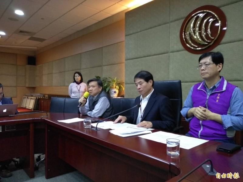 中國侵門踏戶,「www.31t.tw」註冊台灣的網域名稱,宣傳「對台31項措施」NCC基礎設施事務處長羅金賢(左)、副主委翁柏宗(中)表示,NCC雖無封網法源,只要國安機關要求,NCC會配合封網。(記者劉力仁攝)