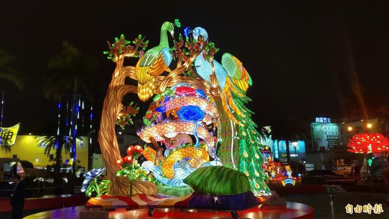 台灣燈會機關團體競賽組燈王「富貴吉祥」,是「點亮台南『議』起Show」燈會主燈。(記者蔡文居攝)