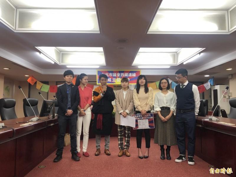 台北市議會西藏連線今天成立,由時代力量議員林穎孟擔任召集人、民進黨議員吳沛憶任副召集人。(記者郭安家攝)