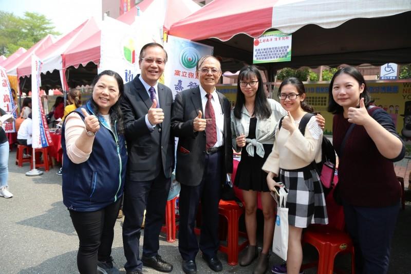 南華大學舉辦校園徵才,讓應屆畢業生提早找工作。(圖由南華大學提供)