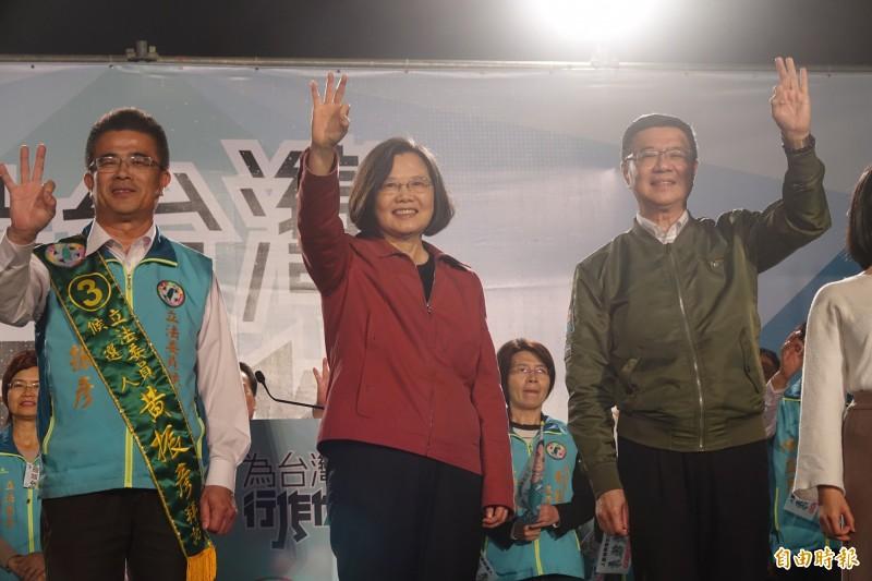 總統蔡英文、民進黨主席卓榮泰,今晚到彰化和美為立委候選人黃振彥(圖左)站台造勢。(記者劉曉欣攝)