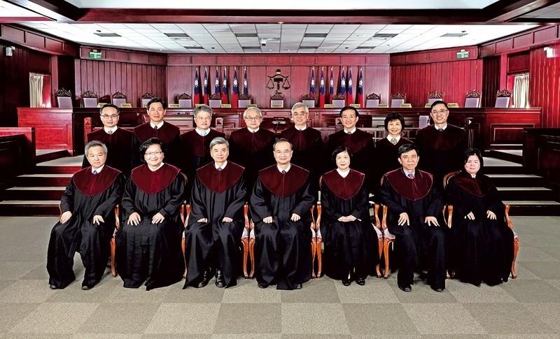 大法官共有15位,馬英九提名的有8位,蔡英文提名的有7位,女男比例為4:11。(圖取自司法院大法官網站)