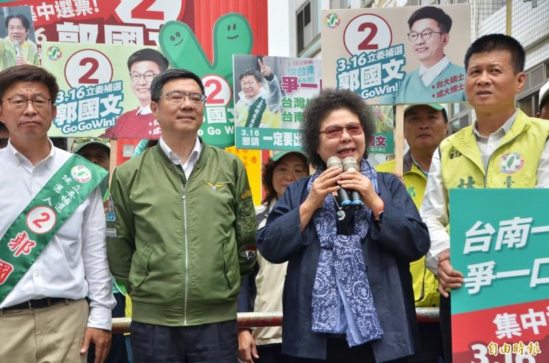 總統府秘書長陳菊(右二)專程到台南輔選。(記者吳俊鋒攝)