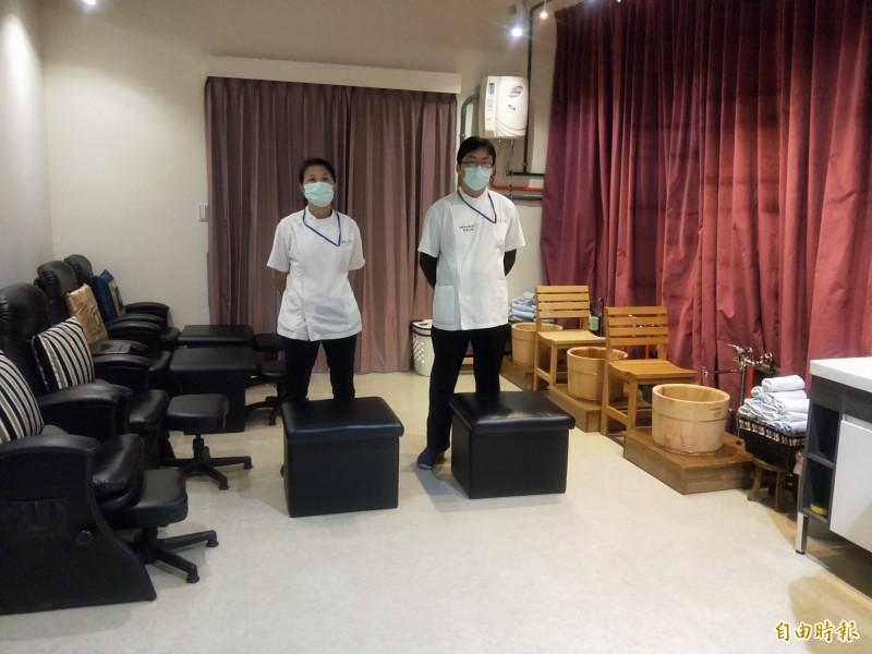 台灣盲人重建院內舒適的足底按摩區。(記者何玉華攝)