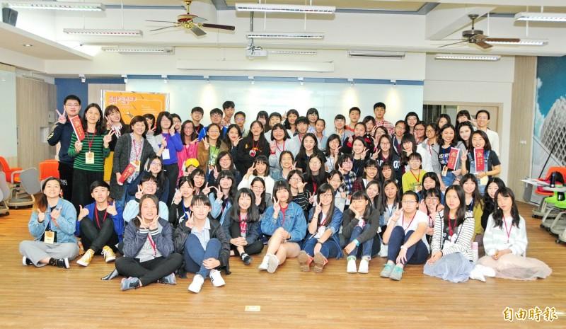 靜宜大學西文系「西語新世界探索營」吸引高中職生參加。  (記者張軒哲攝)