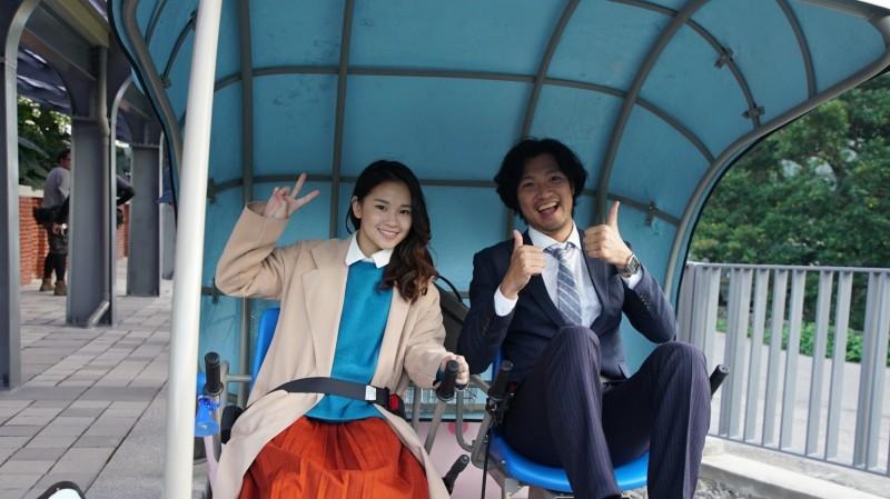 影片邀請日本明星青木崇高(右)演出。(觀旅局提供)
